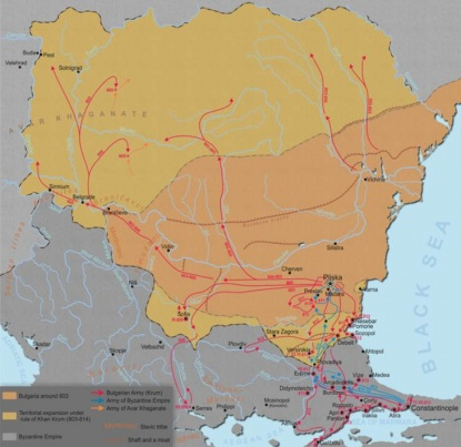Bulgarien wird im Jahr 681 als Staat anerkannt. Bereits tausende Jahre davor haben aber andere Bevölkerungen, wie die Thraker, Römer und Griechen auf diesem Territorium gelebt und dementsprechend ihren Einflusshinterlassen.  Unter Khan Krum (803-814) startet die erste territoriale Ausdehnung, welcheunter Boris I (852-889) und Simeon I (893-927) forfgeführt wird und Bulgarien zu einem der mächtigstenStaaten Europas macht.